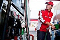Бензин в России снова дорожает