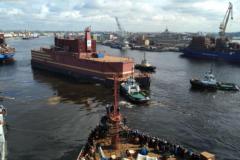 Плавучий атомный энергоблок «Академик Ломоносов» идёт на Север