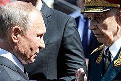 Путин пресёк действия охраны, оттолкнувшего ветерана. ВИДЕО