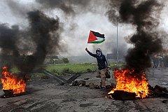 Протестуя в секторе Газа погибли десятки палестинцев