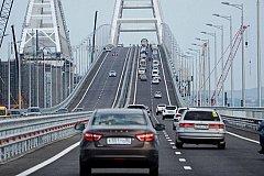 Автомобили поехали по Крымскому мосту
