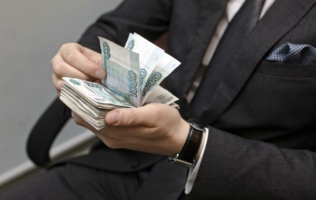 Российские чиновники хотят увеличение зарплат на 60% фото 2