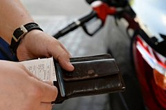 Виновников роста цен на бензин россияне знают