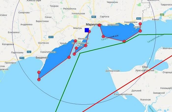 Тонкая синяя окружность - дальность действия украинского дивизиона С-300ПС (90 км), красная жирная линия - оживлённый воздушный коридор над Ейским районом; синие участки (3 едини-цы) - зоны проведения так называемых учений ВСУ; тёмно-зелёная линия - подходный путь к российским портам