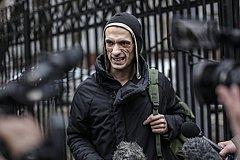 Аля-«художник» Павленский умоляет вернуть его из Франции в Россию