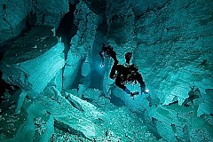 В Таиланде погиб водолаз спасавший детей в пещере