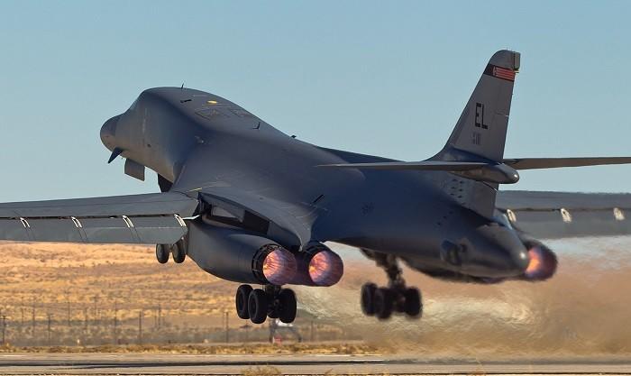 Стратегический бомбардировщик-ракетоносец B-1B «Lancer»