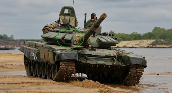 Серийный Т-72Б3 «раннего варианта»: зелёной окружностью обведены ослабленная зона лобовой бронеплиты башни слева от амбразуры пушки, а также конструктивные зазоры между элементами динамической защиты «Контакт-5» (попадание в эти участки даже устаревших американских бронебойных и кумулятивных снарядов приведёт к однозначному уничтожению машины и гибели экипажа); вот чем Юрий Борисов предлагает заменить перспективные танки Т-14 «Армата»