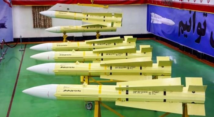 Первые серийные экземпляры ракет «Факур-90» в выставочном зале