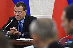 Медведев распорядился срочно дать предложения по пенсиям