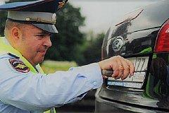 Путин запретил ГИБДД снимать номера с машин