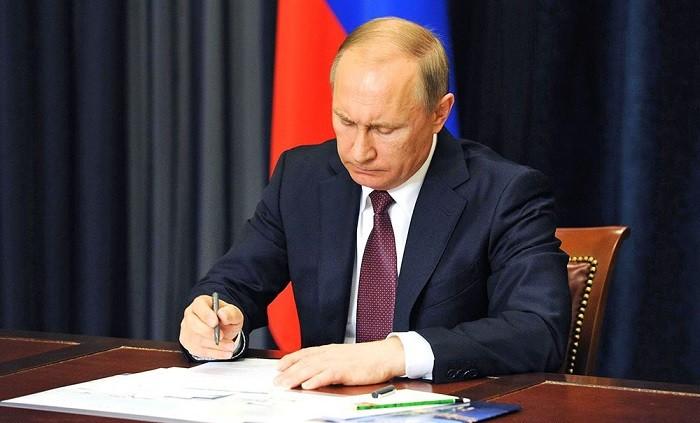 Президент России подписал закон о наказании за отказ от опровержения ложной информации фото 2