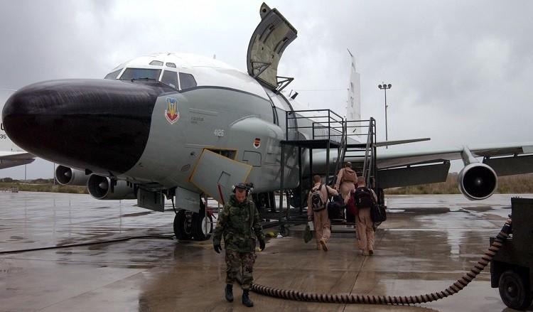 Cамолёта стратегической радиотехнической и радиоэлектронной разведки RC-135W кодовое название которого «Rivet Joint» («Ривет Джойнт» — «заклепочное соединение»)