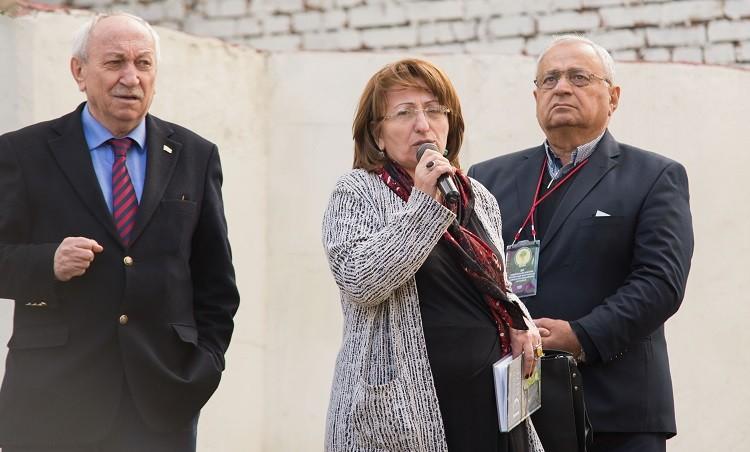 На открытии аллеи.  Председатель Союза журналистов Дагестана Али Камалов ( краийеий слева)