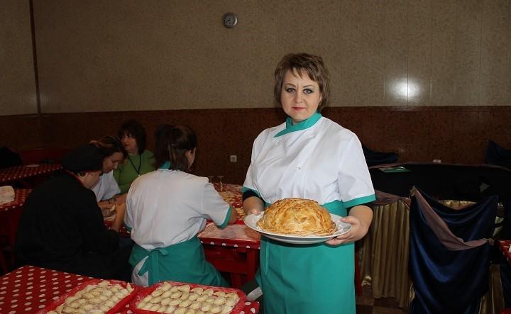 Инна Кириченко с шедевром – курником