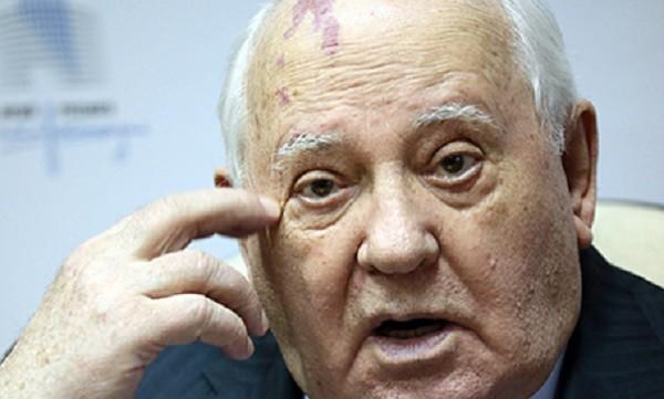 Горбачёв пытается доказать Путину, что тот не прав фото 2