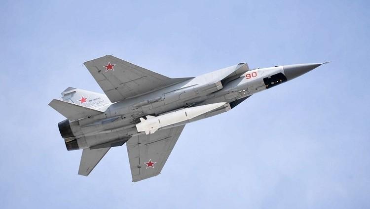 Сверхзвуковой истребитель-перехватчик МиГ-31К с новейшей гиперзвуковой ракетой «Кинжал».