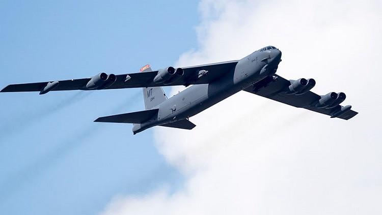 Стратегический бомбардировщик США B-52