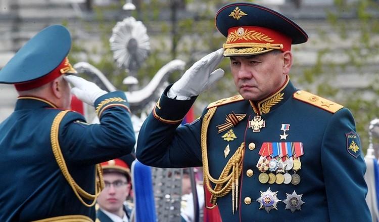 Министр обороны РФ Сергей Шойгу принимает парад Победы. Фото: kp.ru