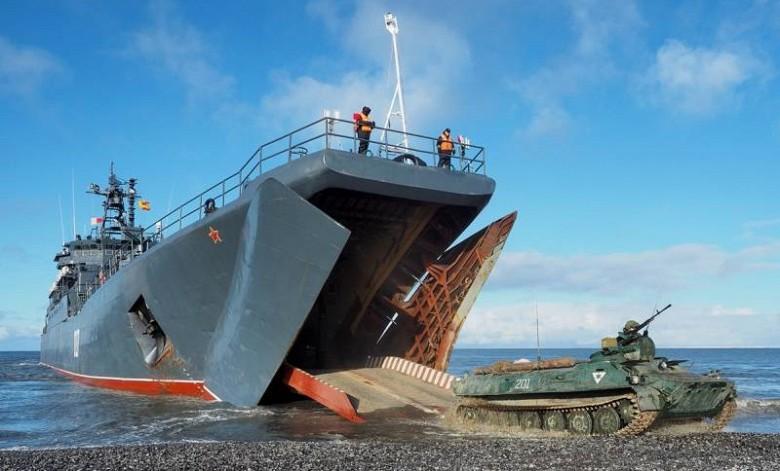 Большой десантный корабль «Носорог» на маневрах