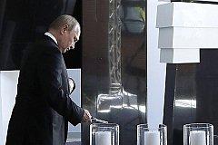 Путин открыл монумент узникам концлагерей