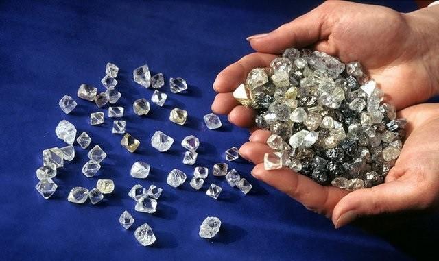 За кражу крупной партии алмазов задержана работница «Алросы» фото 2