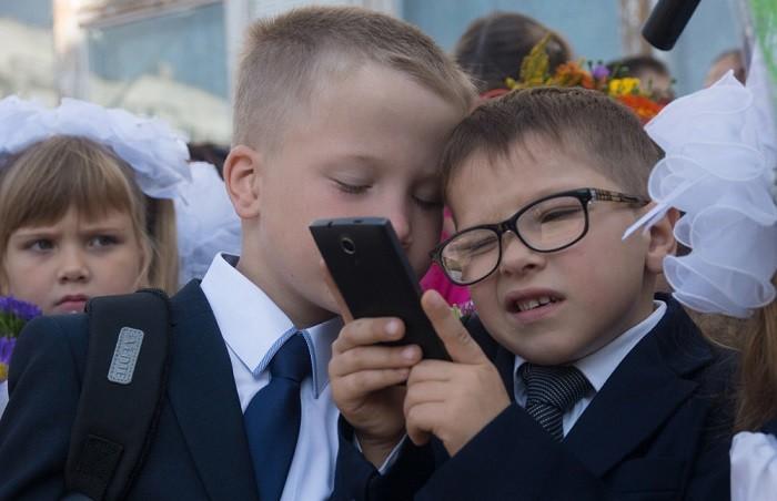 Использование мобильных телефонов в школах России запретят фото 2